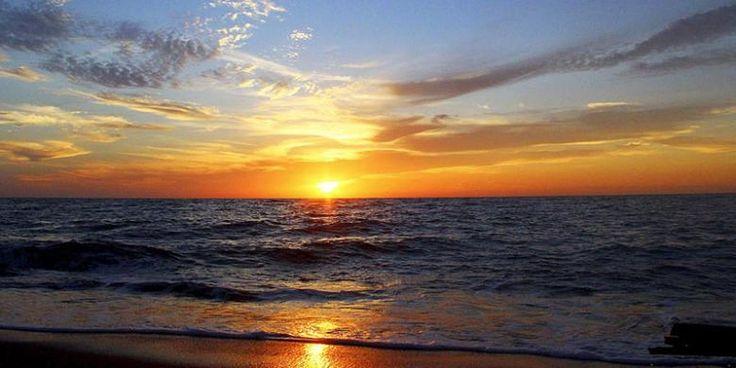 Mengantar Mentari Di Pantai Marinbati - http://darwinchai.com/traveling/mengantar-mentari-di-pantai-marinbati/