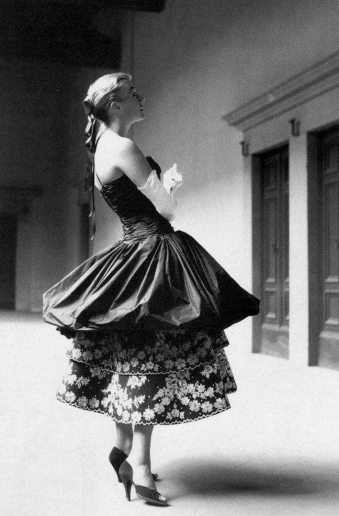 Wow. Unique 1950s gown. 1955