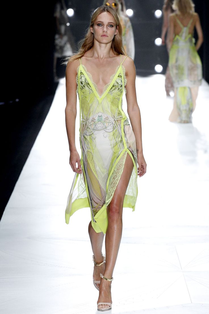 flip flop outlet in kuala lumpur Roberto Cavalli Spring   Ready to Wear  Collection  Gallery  Style com