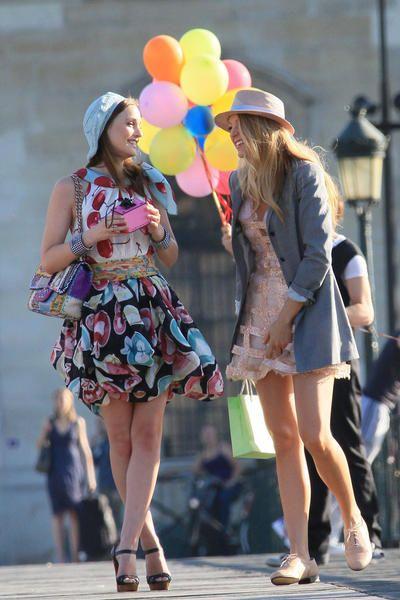 shoes: Christian Louboutin bag: Chanel ----- Serena van der Woodsen ... Serena Van Der Woodsen And Blair Waldorf Met Steps