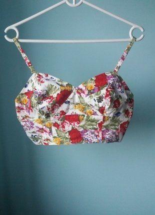 Kup mój przedmiot na #vintedpl http://www.vinted.pl/damska-odziez/topy-koszulki-i-t-shirty-inne/16749378-bralet-w-kwiatki-goraco-polecam