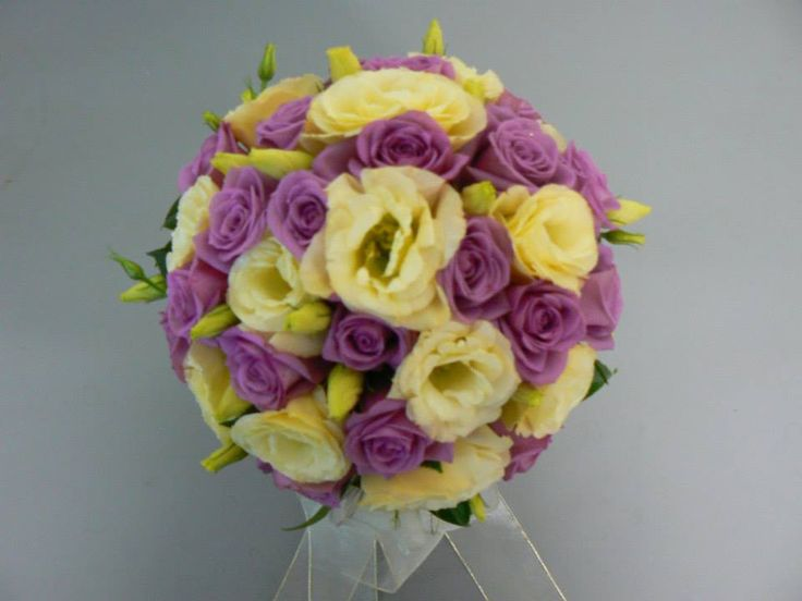 Mauve roses with cream lisianthus posy