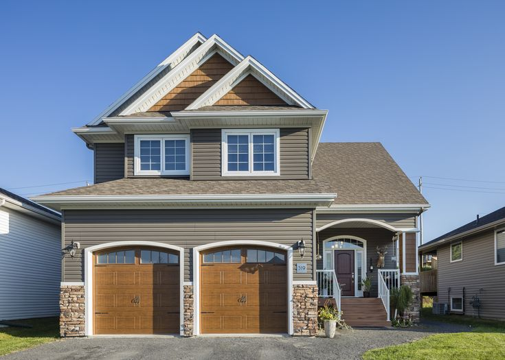 Best Beautiful Suburban Home With Royal Portsmouth Shake 400 x 300