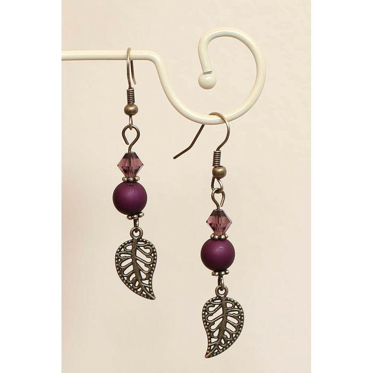 Paarse oorbellen met veertjes in oud goud - http://www.onlinejuwelenkopen.be/Paarse-oorbellen-met-veertjes-in-oud-goud-en-Swarovski
