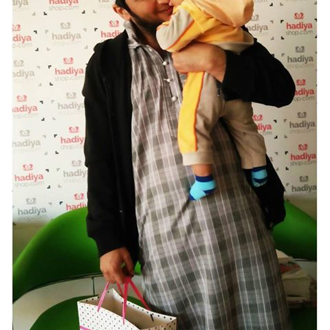 Jazak Allahu Khairan brother Shiraq for coming over to our office for the 'free office pick-up' option available at www.hadiyashop.com, and also for bringing your little one along...to cheer up the brothers here. Barak Allahu Feekum.   #Islamic #Shopping #UAE #Dubai #Ajman #Abudhabi #Sharjah #Muslim #Products