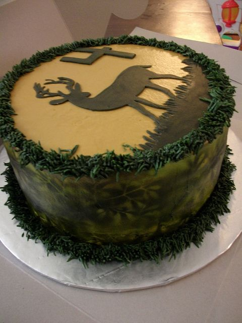 Camouflage/deer hunting cake by melissa's cakes, via Flickr  I wanna do some kind of cake like this for matts birthday