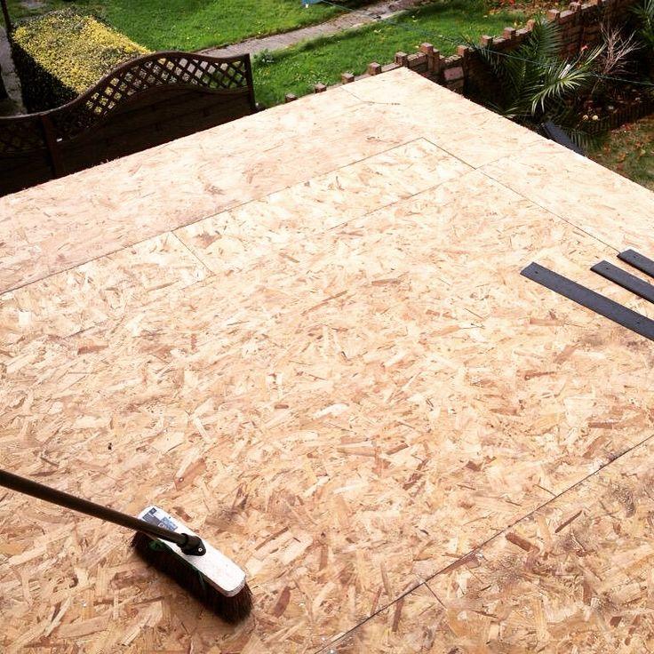 Střecha pergoly z OSB desek. Práce na pár hodin, pokud už vám teda stojí ta pergola :)   Naco si dát přistavbě pergoly pozor? Poví článek http://www.drevostavitel.cz/clanek/stavba-pergoly
