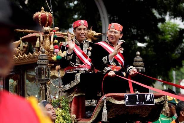 Lambaian Jokowi - Ahok dari Kereta Kencana