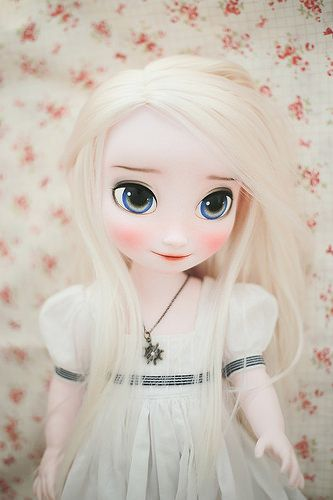 The most beautiful repaint Elsa animator doll I've seen! Frozen elsa by Nabiː Windmill Butterfly, via Flickr