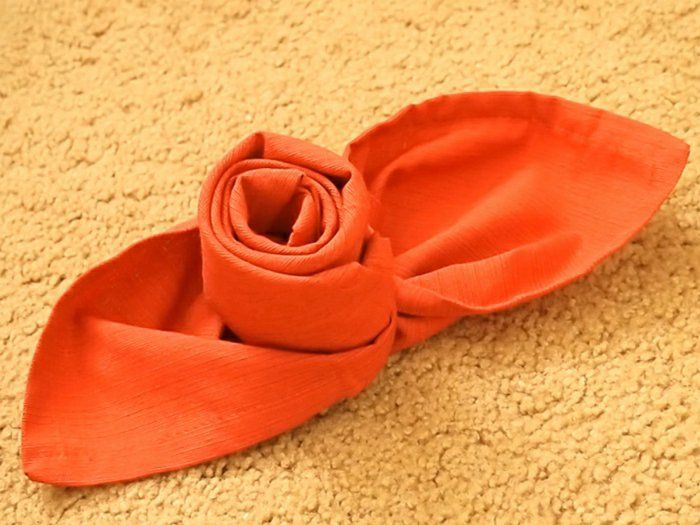 17 meilleures id es propos de pliage serviette rose sur pinterest pliage serviette mariage for Pliage de serviette en forme de rose