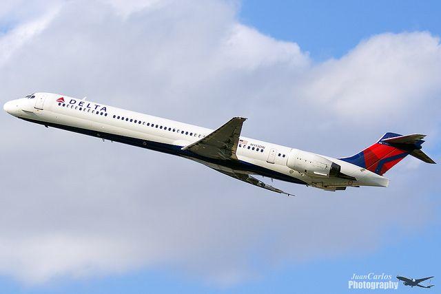 Delta Air Lines McDonnell Douglas MD-90-30 N913DN   Flickr - Photo Sharing!
