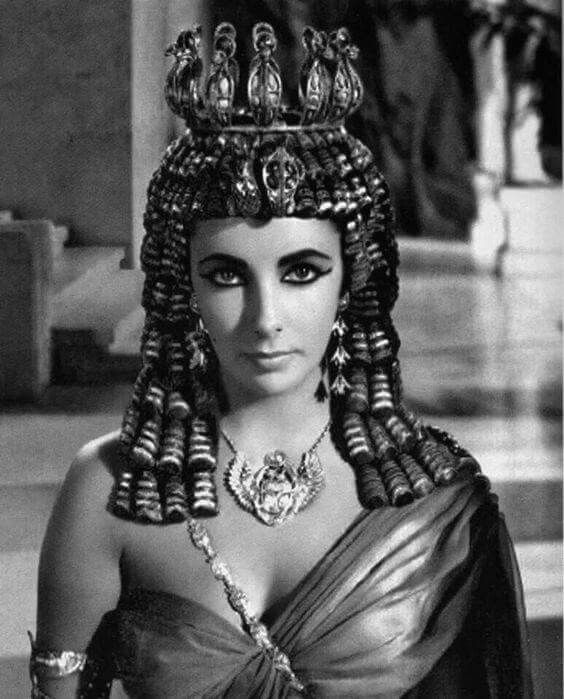 Elizabeth Taylor wears one of the abandoned Oliver Messel ...