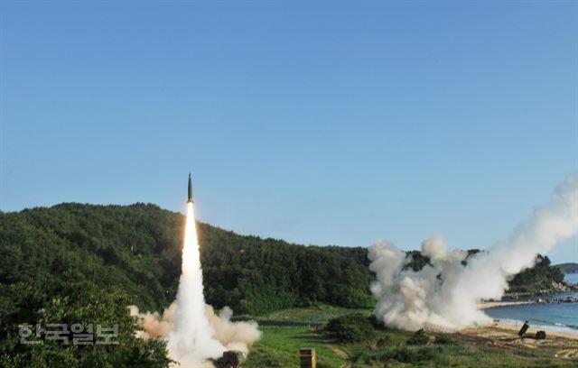 한국일보 : 정치 : 정부, 한미 미사일지침 개정 추진…탄두 500㎏에서 1t으로: S KOREA & USA MODIFY WITH THE 1 TONS OF MISSILE FROM 550KG...