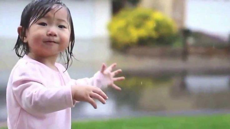 Koreli Küçük Kızın Yağmurla Tanışması :)