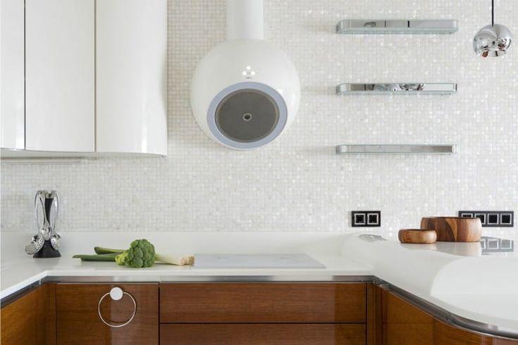 Перламутровый фартук и стены в интерьере кухни
