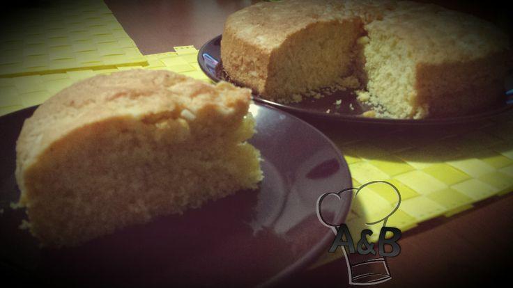 Una torta semplicissima, ma veramente super soffice, la Torta Morbida senza Burro vi potrà accompagnare nelle vostre pause siano esse colazione, merenda o fine pasto.