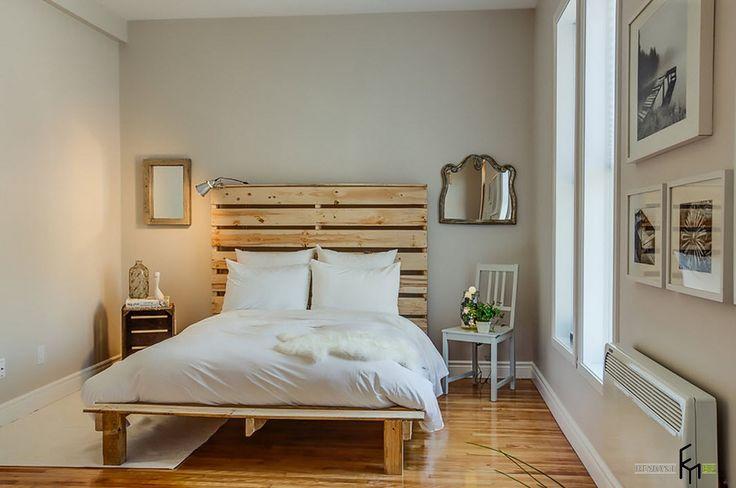 Деревянная решетка в изголовье  белой кровати