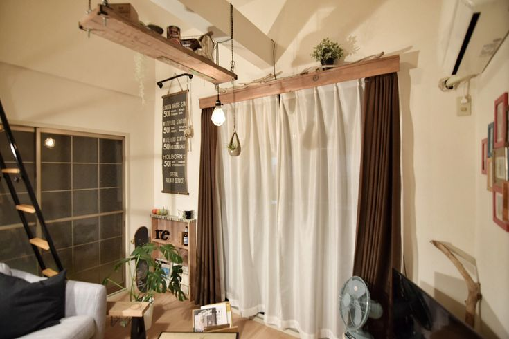 賃貸でも簡単に取り付けられる木材の質感を楽しむカーテンボックスをDIY