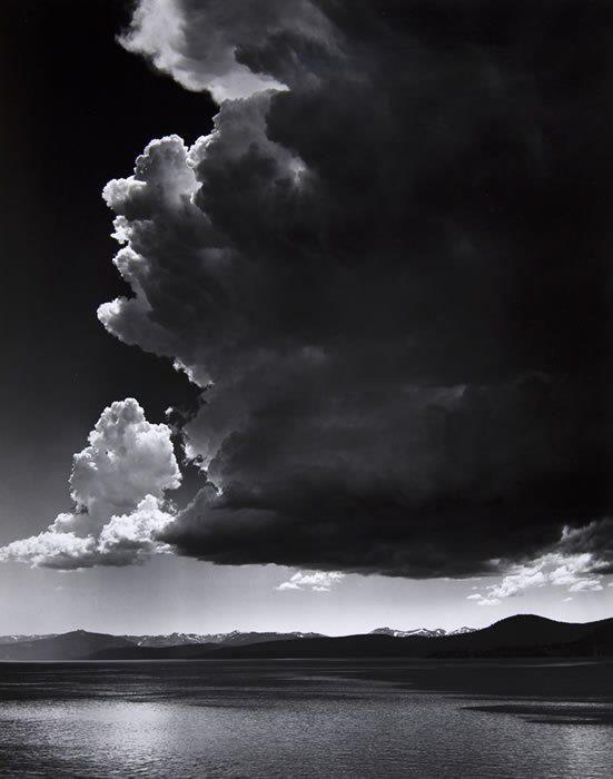 Nuvols de tempesta de Ansel Adams. Fotografia feta al 1936.