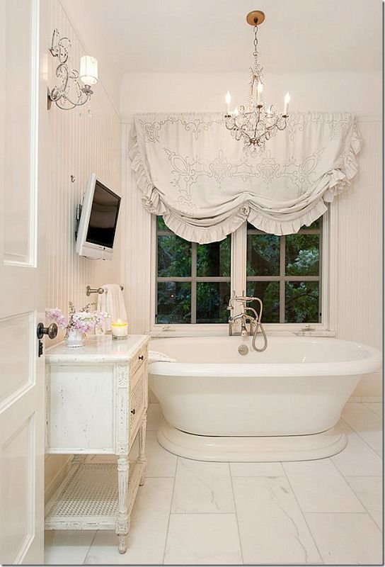 Jessica Simpson S Shabby Bathroom Decorated By Rachel Ashwell Via Cote De Texas