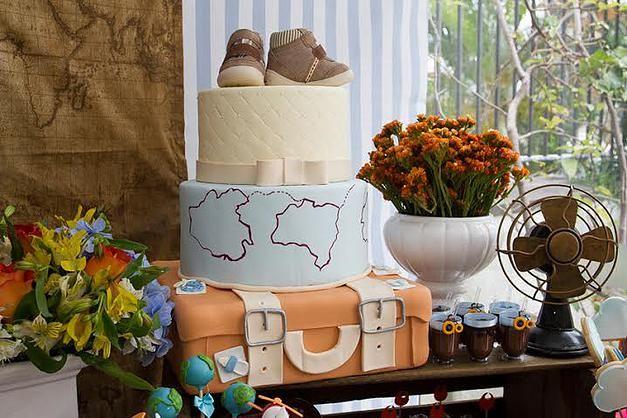 """O bolo mais lindo de todos para um Chá de bebê """"Volta ao Mundo"""". Ideal para pequenos turistas viajantes. O tema pode ser usado tanto para meninas quanto para meninos"""