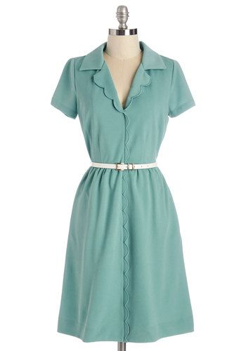 Vintage Inspired 1940s Plus Size Day Dresses. Love the collar in this retro dress. #1940sfashion #plussize