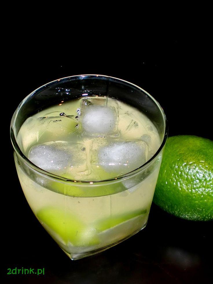 Caipirinha to popularny drink o smaku słodko-kwaśnym, bardzo łatwy do przygotowania i niedrogi. Polecam miłośnikom orzeźwiających kompozycji.