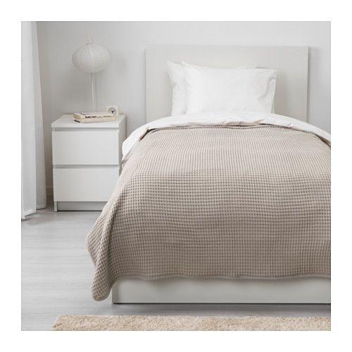 IKEA - VÅRELD, Överkast, 150x250 cm, , Med det här vävda bomullsöverkastet får din säng en levande, dekorativ yta och du extra värme och komfort.Kan användas som överkast till enkelsäng eller som extra stor filt.