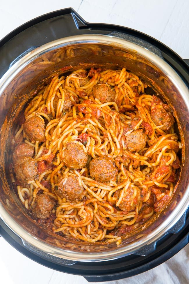 Instant Pot Spaghetti and Meatballs - everyone's favorite comfort food gets a quick and easy makeover with just 3 main ingredients and less than 30 minutes! via @iwashyoudry