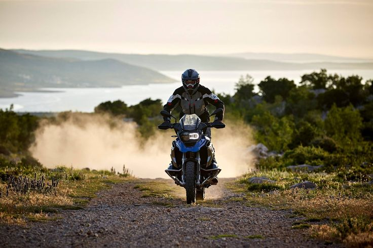 Quando la moto chiama, i motociclisti rispondono. Preparatevi all'Adventure Experience.
