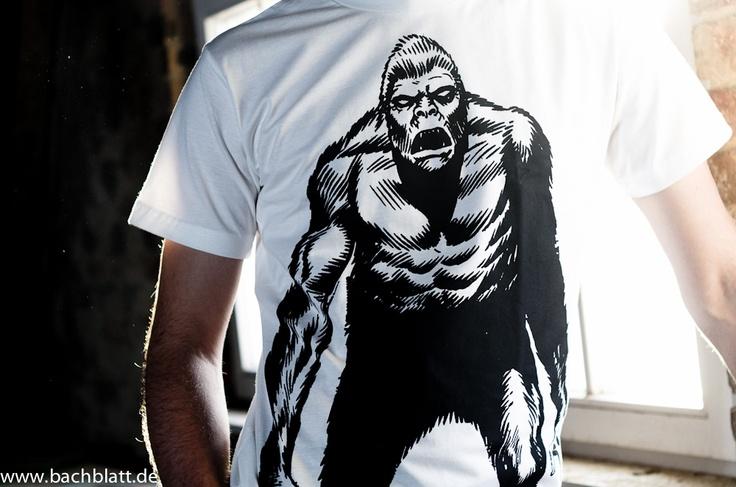 And under the roof: the Gorilla T-Shirt from Thokk Thokk on Bachblatt-Store! http://www.bachblatt.de/Maenner/Shirts/THOKKTHOKK-Gorilla-T-Shirt-weiss.html
