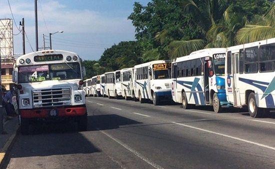 Anuncian paro de camiones de transporte público - http://www.esnoticiaveracruz.com/anuncian-paro-de-camiones-de-transporte-publico/