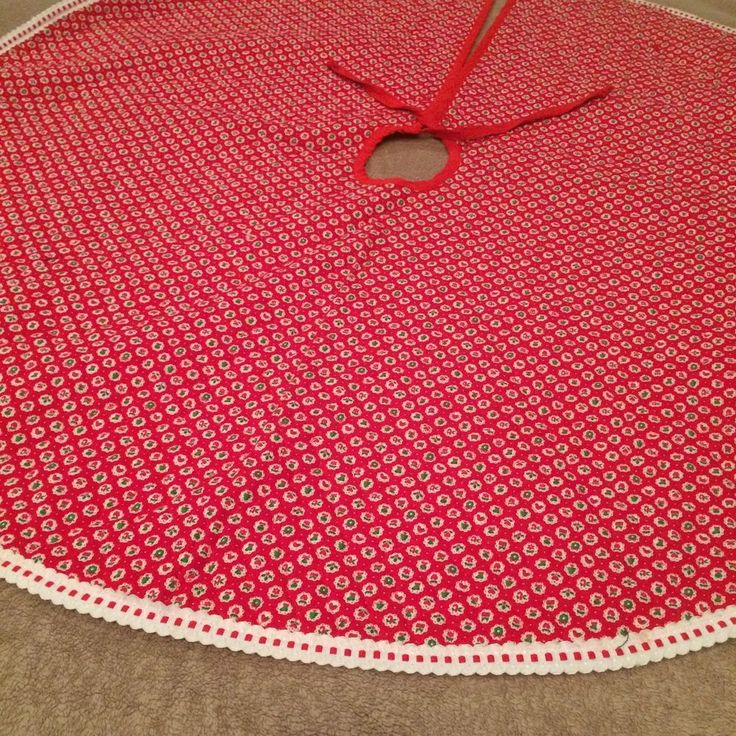 42in across which is 131in circumference. one preowned large lightly quilted fabric Christmas Tree skirt. It is totally reversible. has a red piping tie around the precut hole for tree trunk. | eBay!