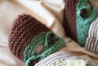 Most adorable baby booties ever!  I've had them favorited on Ravelry for a long time but don't know if I can handle them.