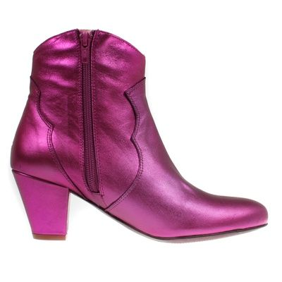 Stiefelette Claire Zeus; www.onyva.ch / #stylefashionboots #cowboyboots #boots #fashionboots #pink #spacecowboy #80s #80sfashion #stiefelette #shoes #disco #zurich #style #glam #glamrock #silver