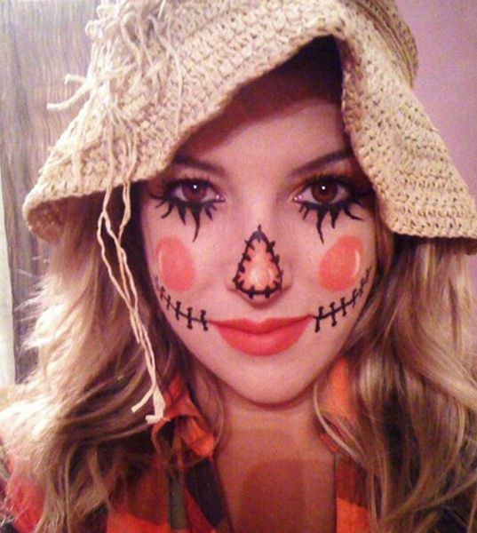 You are 4 items away from the cutest scarecrow. Gather a plaid shirt, straw beach hat, black eyeliner and coral lipstick to create this last minute costume. Have room to spare in your shirt? Stuff with hay or straw for a little extra crow-like touch.