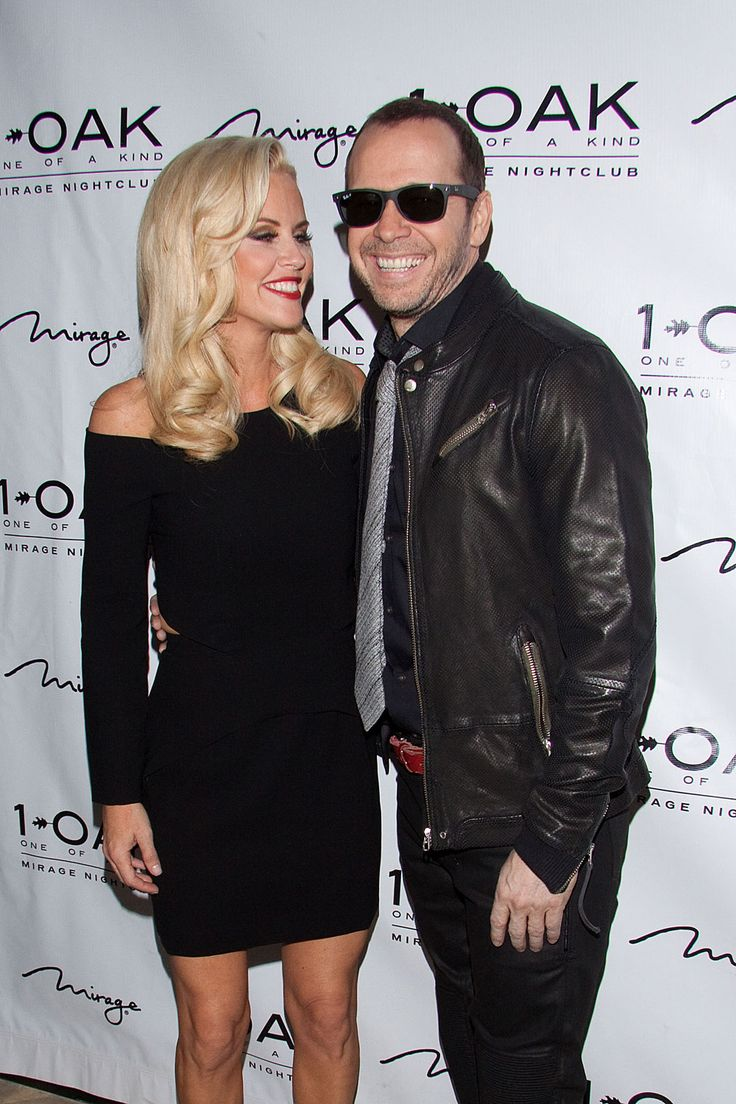 jenny mccarthy dating donnie how long Jenny mccarthy announced her engagement to donnie wahlberg, live on the view, and showed off her whopper of an engagement ring inside edition has the scoop.