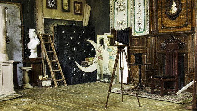 "Say ""Cheese""-Artist created a tiny 1900s photographic studio and it's amazing."