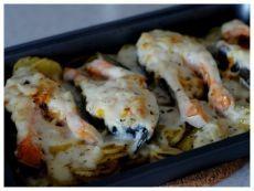 Как приготовить форель под чесночным соусом, запеченая на картофельной подушке. - рецепт, ингридиенты и фотографии