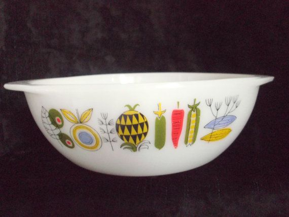 Vintage Pyrex Casserole Dish in Meran pattern. by MusesVintage