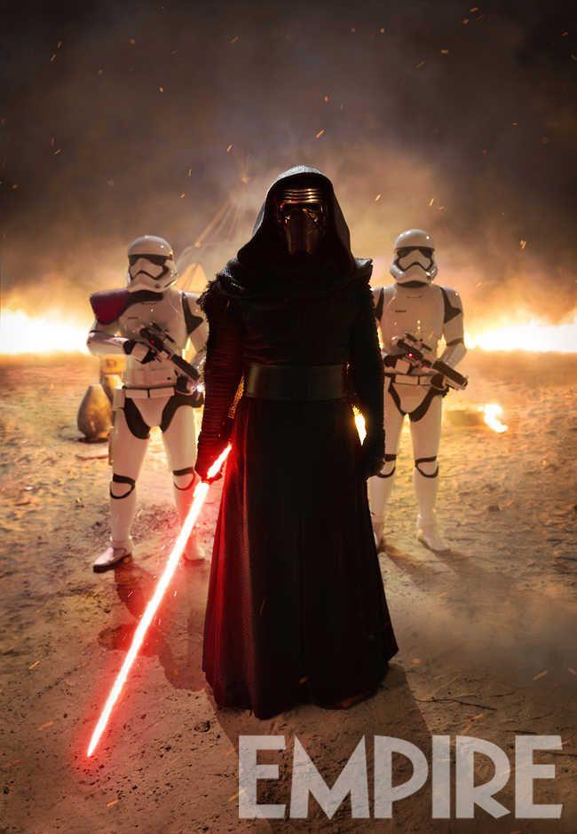 """A lire sur AlloCiné : Alors que le méchant Kylo Ren prend la pose sur une nouvelle photo de """"Star Wars - Le Réveil de la Force"""", Mark Hamill s'exprime enfin... mais n'attendez pas de lui qu'il brise le mystère entourant Lu"""