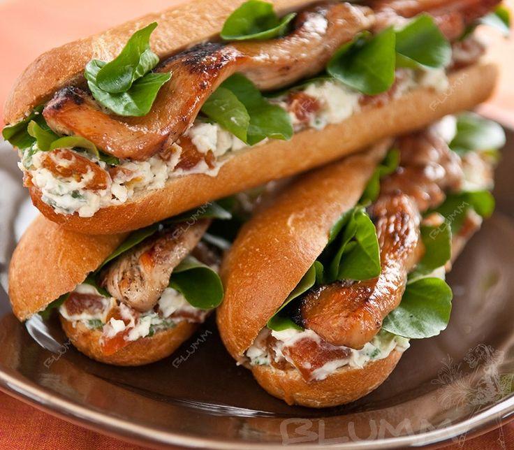 Мягкая булочка, сдобренная кетчупом или горчицей, горячая сосиска, немного зелени и салат – по этим ингредиентам можно легко узнать хот-дог. http://blumm.ru/kulinariya/2523-kak-prigotovit-hot-dog-doma.html