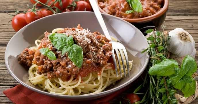Skinny Spaghetti Bolognese Recipe 457 calories per serving ...