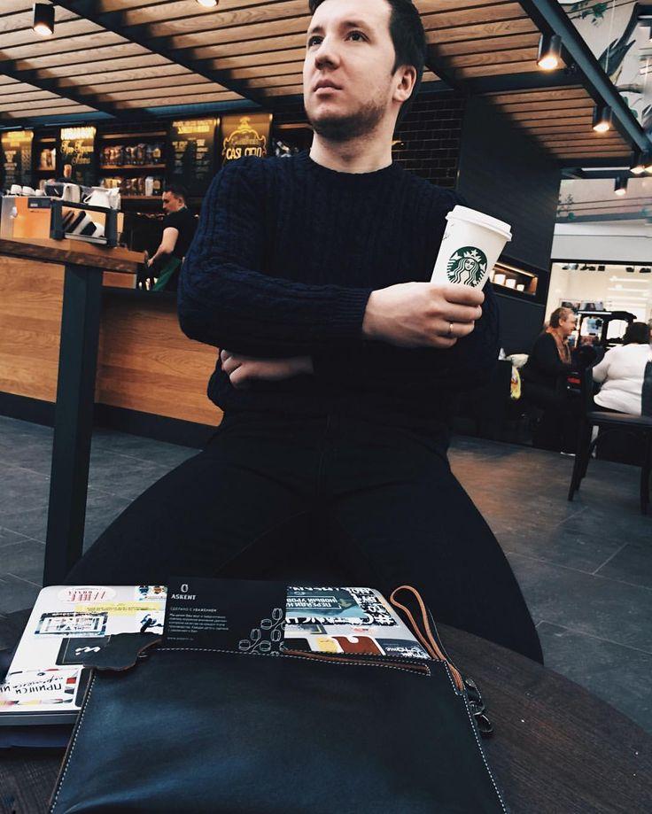 Так приятно, когда в жизнь приходят подарки. В жизнь города этим подароком  стало открытие  @starbucksrussia  в ТРК КОСМОПОРТ, подарком  для всей  #youthsamara  и для меня  является @n.sergeenko - а вот подарок для моего портмоне, ключей и документов отличная сумка от @askentbrand - ребята тоже находятся в Космпорте у входа, где Starbucks, не забудьте к ним зайти и выбрать подарки на 23 или 8  #аскент   #askent   #самарецосамаре