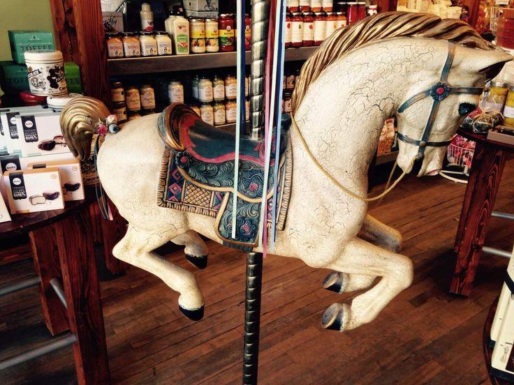 Et voici la bête! Voici mon dernier coup de coeur, un cheval de carrousel! Avouez que ça valait le déplacement!