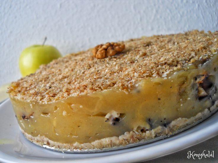 A roppanós pirított dió és a krémes alma találkozása egy egyszerű tortában.