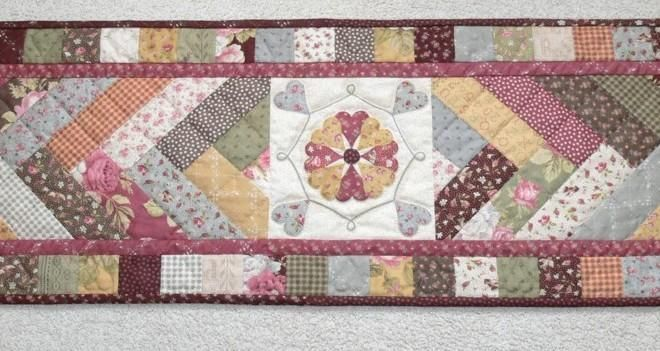(7) Name: 'Quilting : Hearts and Braid Table Runner