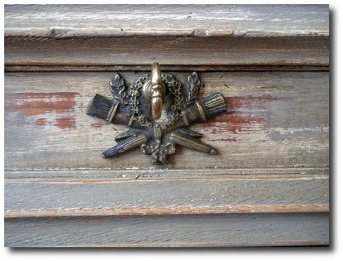 "In this post, ""The Best 5 Sites For Purchasing Hardware"" shows these torch keyholes. Find additional Swedish and French hardware here - See more at: http://theswedishfurniture.com/archives/how-to-paint-gustavian-finishes#sthash.r20KVAEs.dpuf"