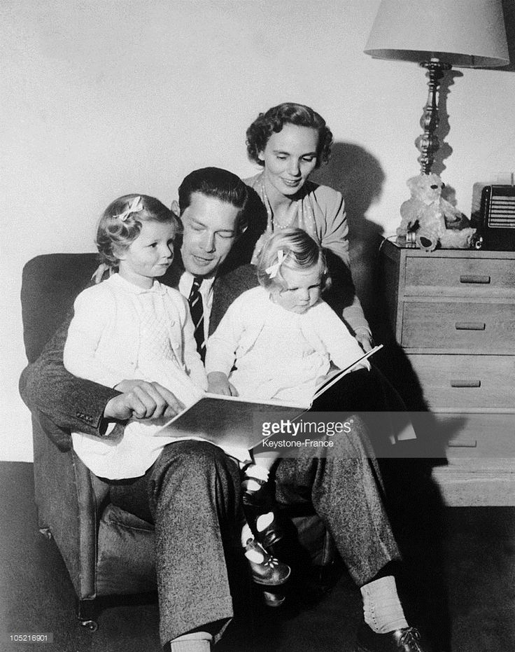 The Former King Michael Of Romania With His Wife, Princess Anne Of Bourbon-Parma And Their Children, Princesses Margarita And Ileana In Exile At Their Hertfordshire Residence In England On September 24, 1952.  (Photo by Keystone-France/Gamma-Keystone via Getty Images)