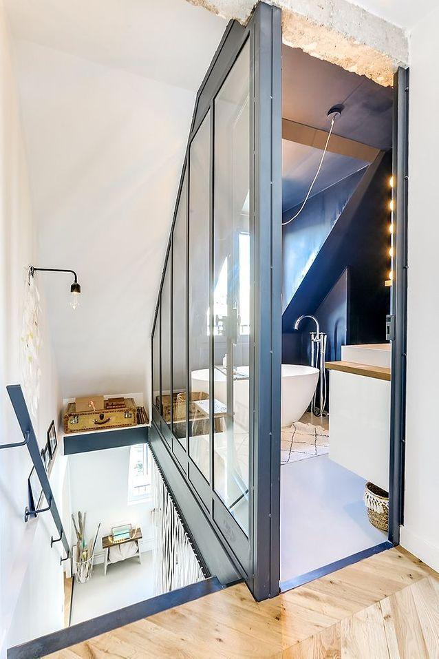La Renovation D Un Duplex Avec Terrasse A Paris Devenu L Appartement Familial Ideal En 2020 Amenagement Combles Chambre Chambre De Bonne Appartement